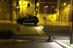 Vandali in azione, sradicato lampione dell'illuminazione in Piazza Abbazia