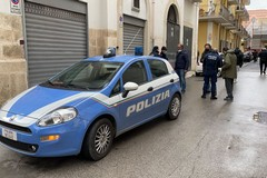Dà in escandescenze e distrugge suppellettili, uomo bloccato in via Dante