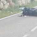 Tragico schianto sulla sp 234, muore un motociclista