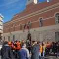 Trattori sotto Palazzo di Città: la protesta dei Gilet arancioni passa per Corato