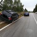 BMW abbandonata fuori strada: era rubata