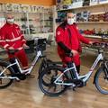 Anonimi imprenditori donano bici a pedalata assistita per la consegna dei farmaci