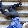 Cadere nello spazio condominiale. Responsabilità e risarcimento