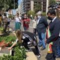 Una corona di fiori (a Bari) ricorda le vittime della strage dei treni