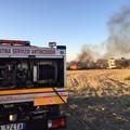 Incendio in via Scannagatta, fiamme raggiungono la zona industriale