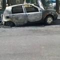 Auto a fuoco in via Bernini. Paura per la centralina del gas