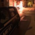 Ancora un auto in fiamme nella notte