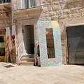 """""""Piazza Abbazia, terra di nessuno """". Se allestire la mostra diventa un pericolo"""