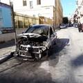 Auto a fuoco in via Luigi Tarantini