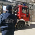 Pompieri e polizia intervengono in uno stabile del centro