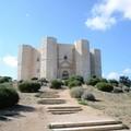 Castel del Monte riapre ma lascia fuori le guide turistiche