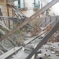 Piazza Cannizzaro, il palazzo pericolante è diventato una discarica
