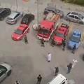 Un applauso per ringraziare medici e infermieri: l'omaggio dei vigili del fuoco all'ospedale di Corato