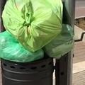 La spazzatura di casa nel gettacarte: ecco come agisce l'incivile
