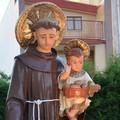 La statua di Sant'Antonio da Padova tra le vie della città di Corato
