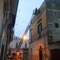 Il forte vento crea danni, finestre pericolanti in via Capra