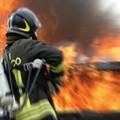 Auto in fiamme su via Luigi Tarantini
