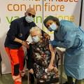 Nonna Anna si vaccina a 105 anni