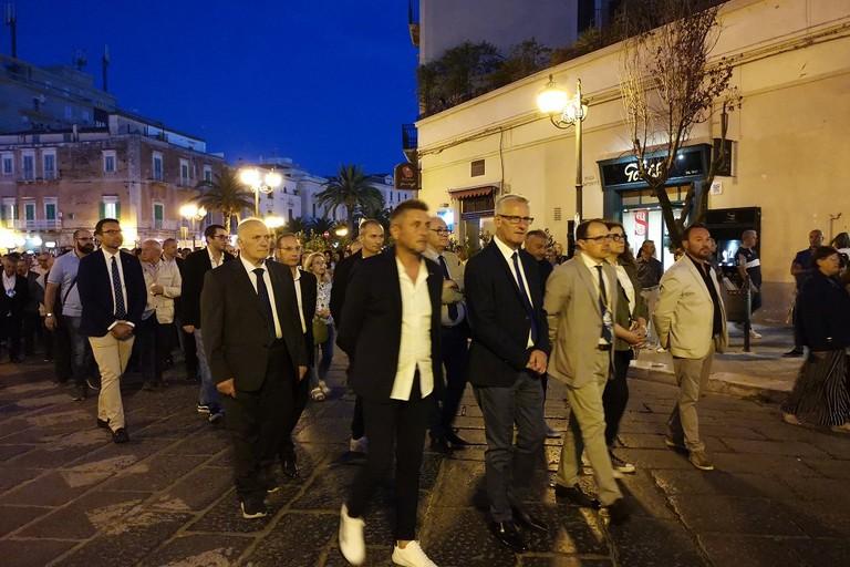 Consiglieri comunali in processione