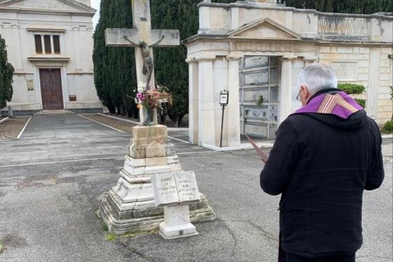 Mons. D'Ascenzo al cimitero di Corato