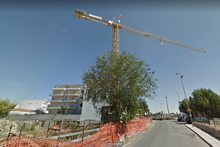 Gru di Via Gravina. <span>Foto GOOGLE</span>