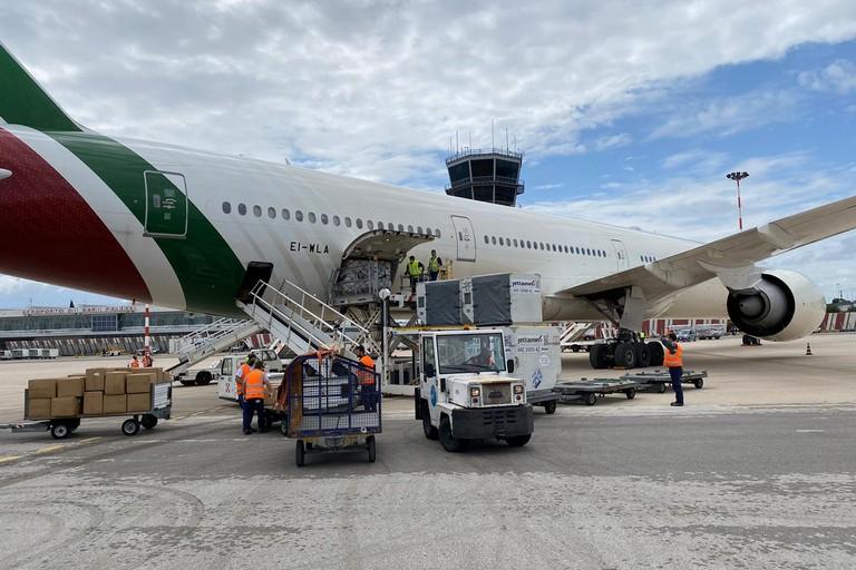 Aereo Alitalia tute protettive