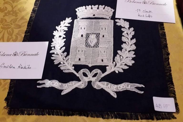 Lo stemma di Corato realizzato a tombolo vincitore di un Concorso Nazionale