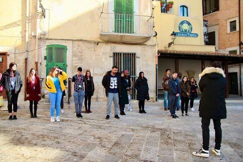 Corato ha i colori del mondo: 30 studenti stranieri in un video contro l'odio