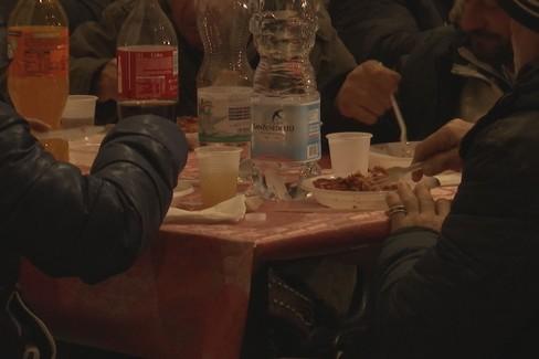 La tavola della speranza nel segno di un Natale che unisce