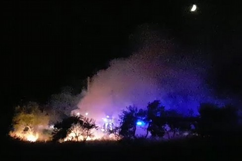Fiamme in zona Oasi, intervengono i pompieri