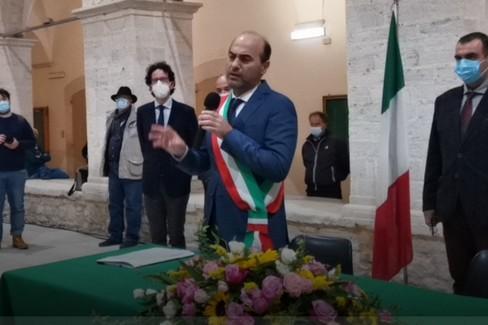 """De Benedittis indossa la fascia:  """"Sarò sindaco dell'ascolto e delle scelte """""""