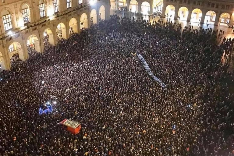 Movimento delle Sardine - La piazza di Bologna