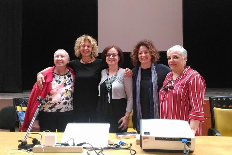 Arianna Papini e le docenti del Liceo Artistico