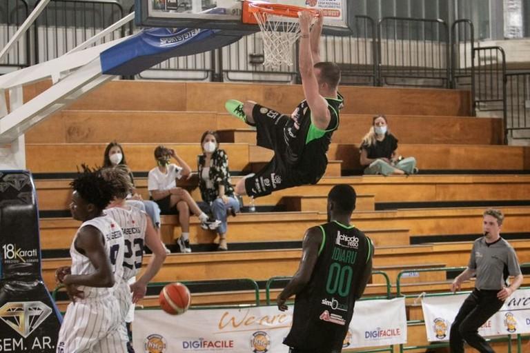 Derby NMC-Basket Corato. <span>Foto Niccolò Testino</span>