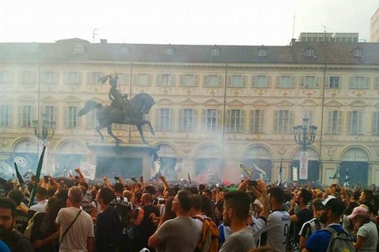 Piazza San Carlo pochi attimi prima del falso allarme attentato