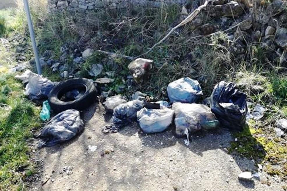 rifiuti tombe san magno