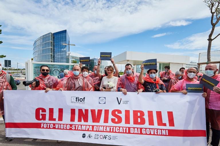 Fotografi in protesta a Bari