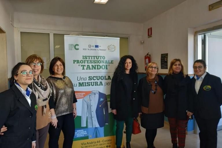 La deputata Galizia in visita all'istituto Tandoi