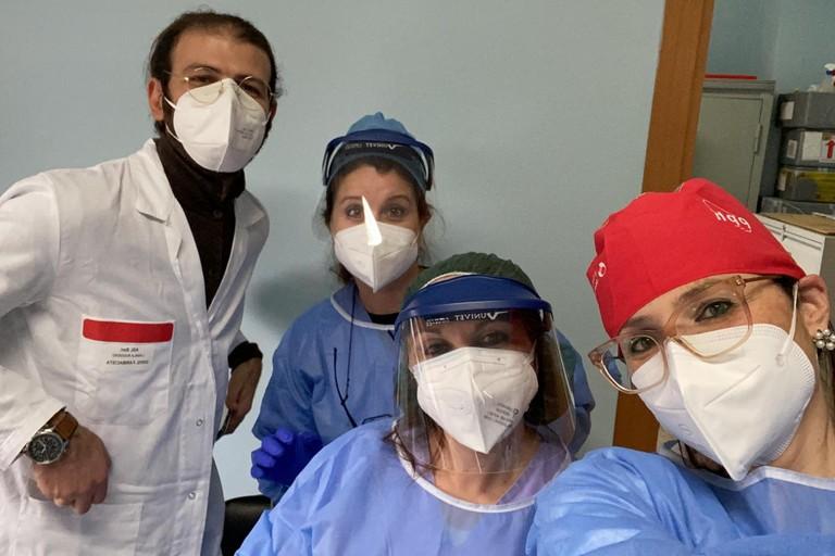 Il team di professionisti che ha somministrato i vaccini