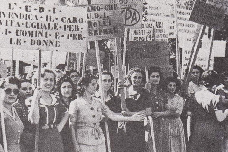 Giornata internazionale della donna: dalle mimose alle violenze. <span>Foto Luciana Cusanno</span>