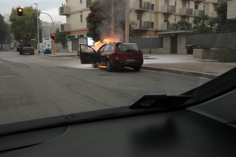Incendio automobile